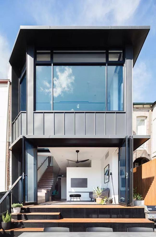 装上了天窗、透明走道的小别墅, 这个工业风不一般!