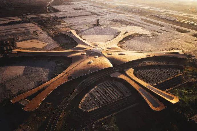 """中国最""""魔幻""""的北京大兴国际机场试飞了!黑科技满满…_7"""