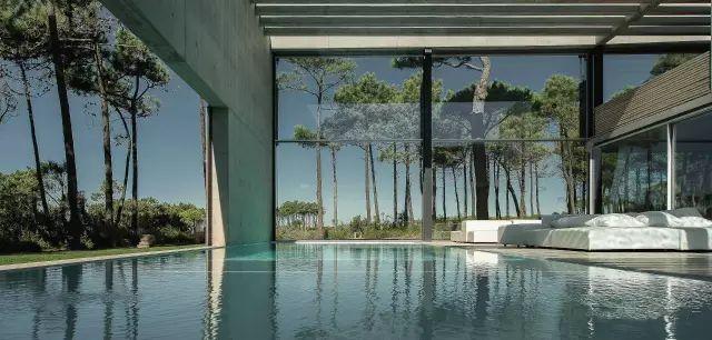 把屋顶设计成空中泳池,只有鬼才,才敢如此设计!_9