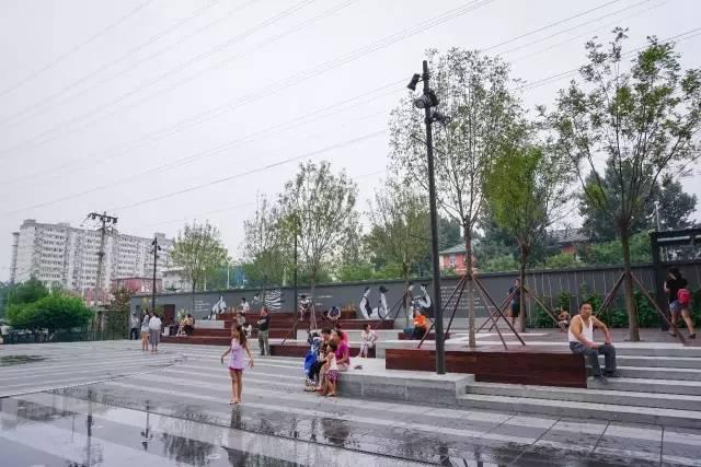 一个单词产生的设计灵感,结果火了北京的商业广场~_32