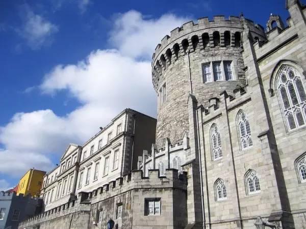全球50个地标性建筑,认识10个就算你合格!-都柏林城堡(爱尔兰•都柏林).jpg