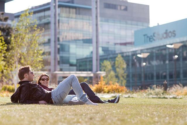 英国媒体城户外空间景观设计_8