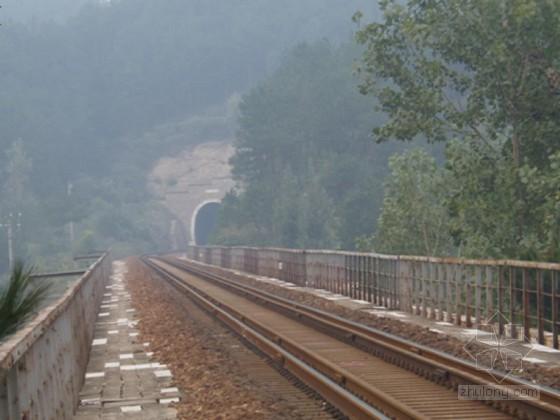 铁路增建二线路堑开挖爆破设计及既有线安全防护措施