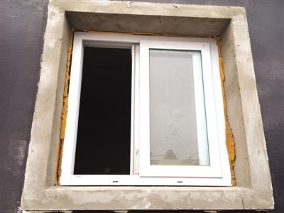 新建小区房屋墙体裂缝多,窗户用胶水粘_3