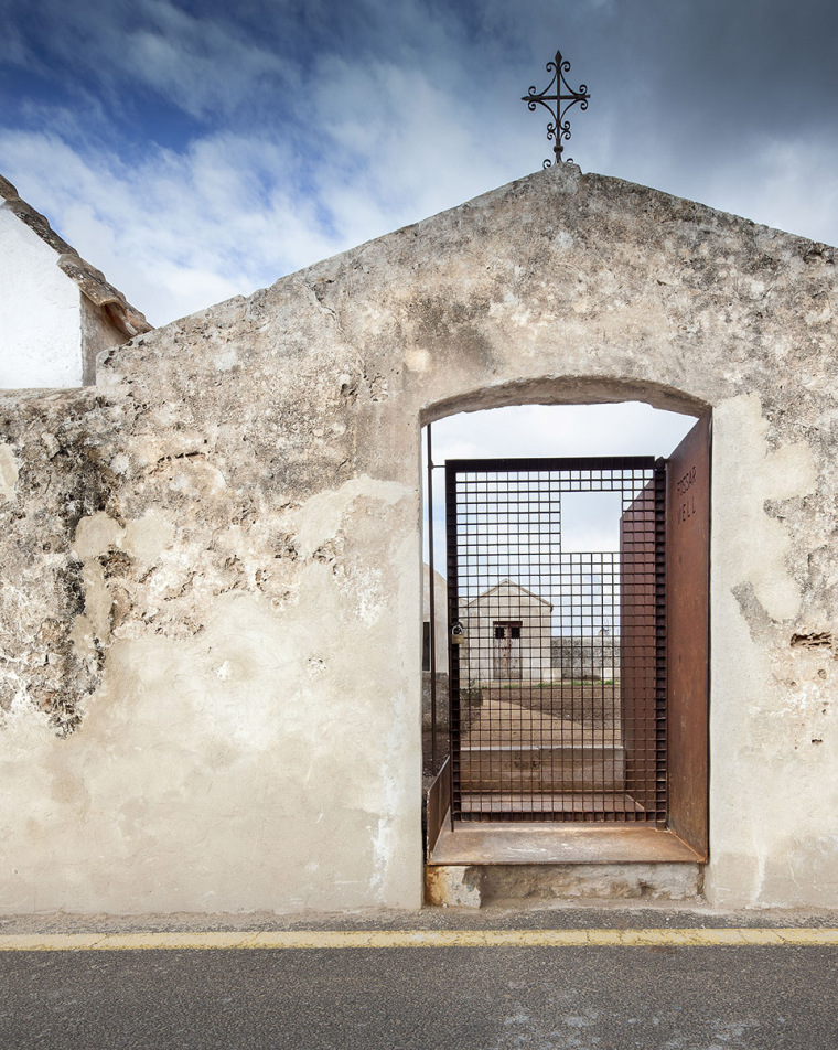 圣弗兰西斯卡泽维尔的旧墓园修复-7