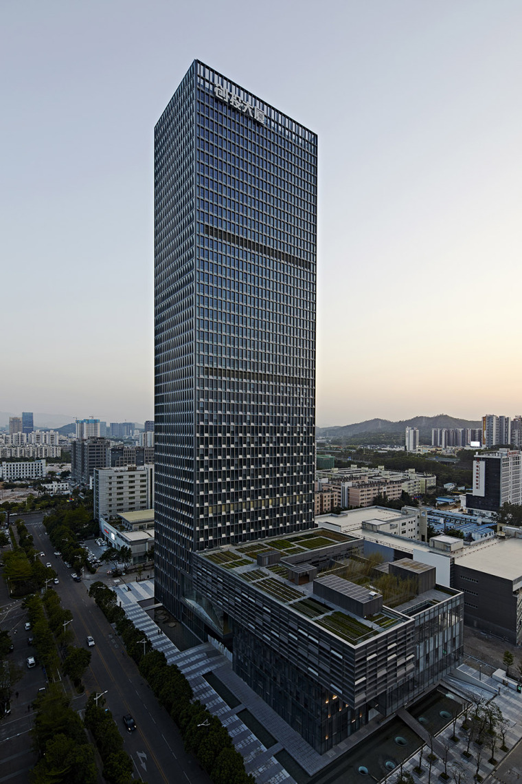 深圳龙岗创投灯光变化的办公大厦-2