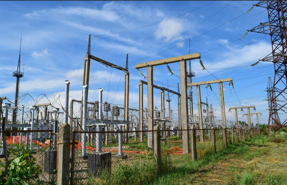 10 0.4kv變電所接地設計的探討_多級放大電路的設計_第二類防雷高層建筑物防側擊設計新規范的探討