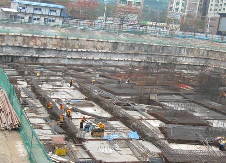 临近地铁的深基坑逆作法施工技术