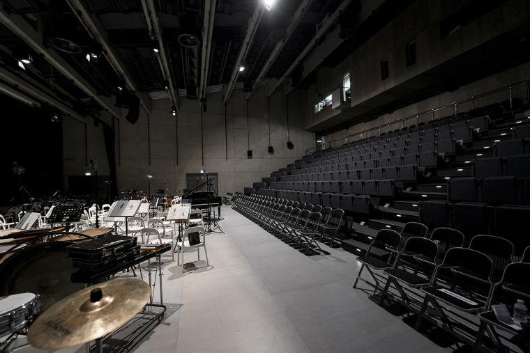 022-centre-for-contemporary-art-dox-by-petr-hajek-architekti