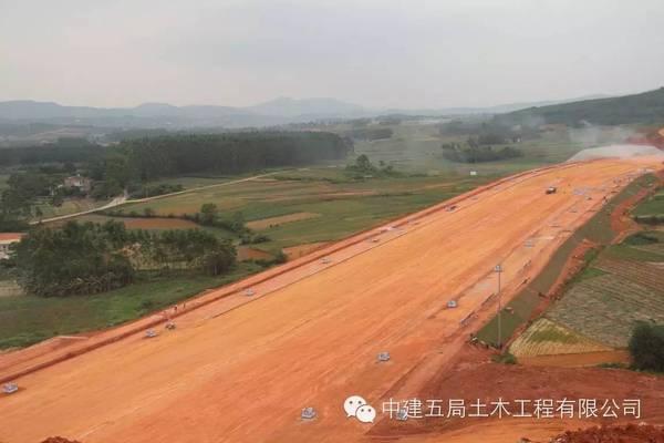 中建超牛的公路标准化施工工地,惹千人围观!