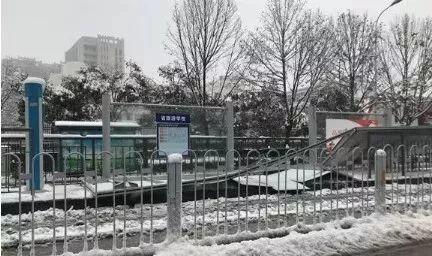 """又是""""低价中标""""惹得祸?!一场瑞雪却压塌合肥16站台致1死28伤"""