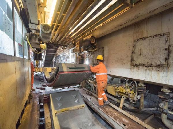 地铁施工的地质灾害危险性与安全管理对策