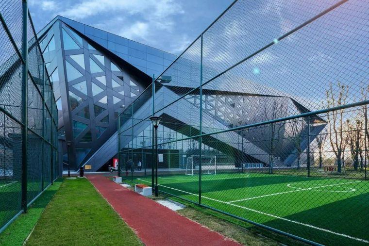 定义新的体育建筑类型:群众体育建筑-扬州南部新城体育园/柏涛