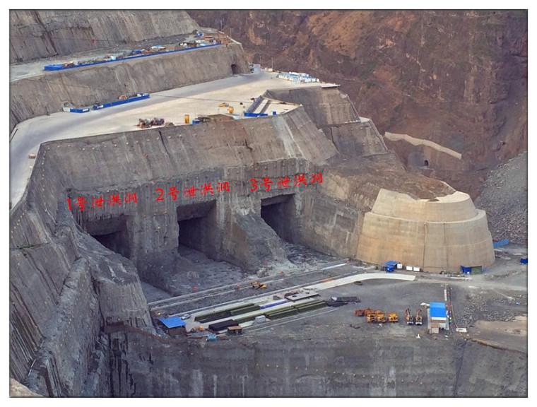 泄洪洞进口反坡预留保护层光面爆破施工技术研究
