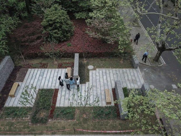 用4个停车场地创造绿色空间!
