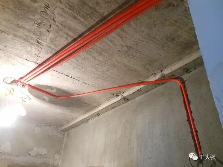 工人施工现场:水电施工,房屋装修的命脉