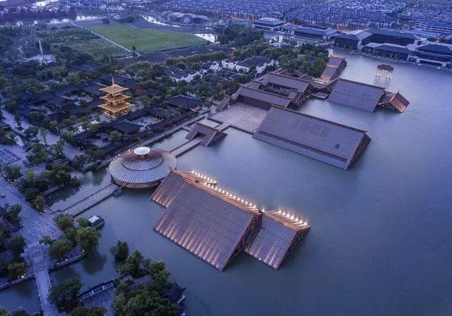 耳目一新的设计 —— 漂浮在水面上建筑!!