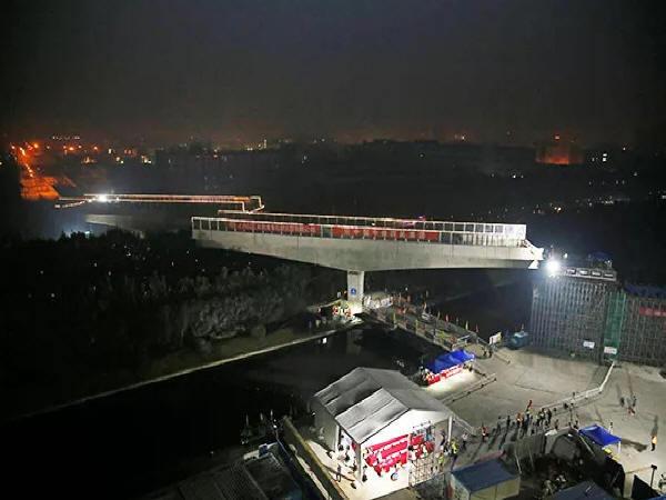 国内首例有轨电车桥梁转体在上海完成
