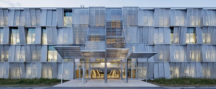 请国家图书馆的建筑师,为大学建一座院系办公楼