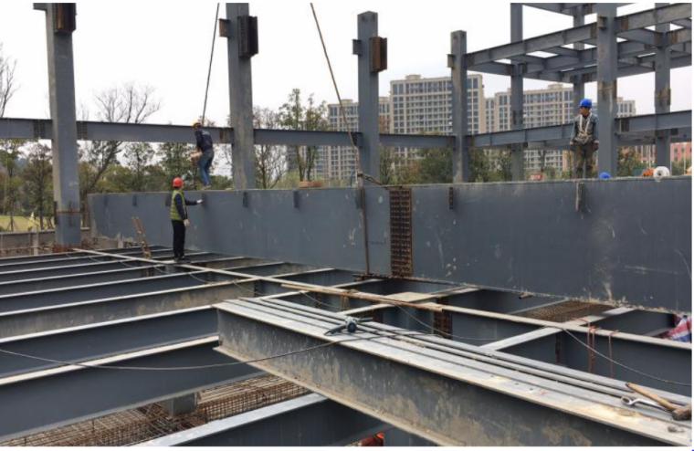 [QC成果报告]提高大跨度箱型钢梁吊装精度
