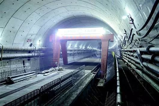 世界首条公铁合建盾构隧道—武汉地铁7号线隧道穿过长江_5