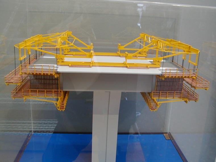 大桥北引桥菱形挂篮施工方案(PPT,25页)