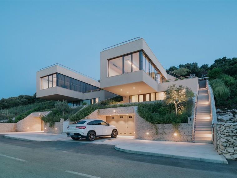 克罗地亚嵌入山坡的小岛别墅