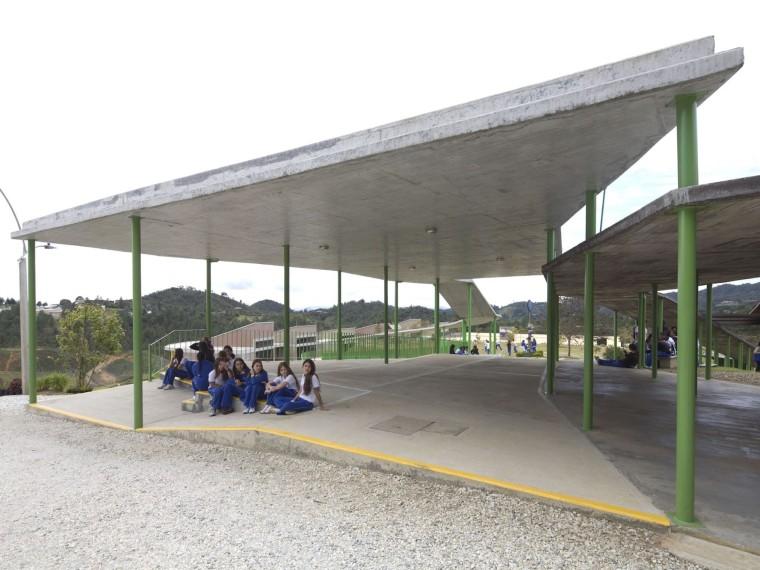 Hontanares学校景观