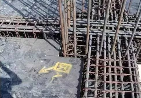 如果梁柱混凝土强度不一,现场该如何浇筑?