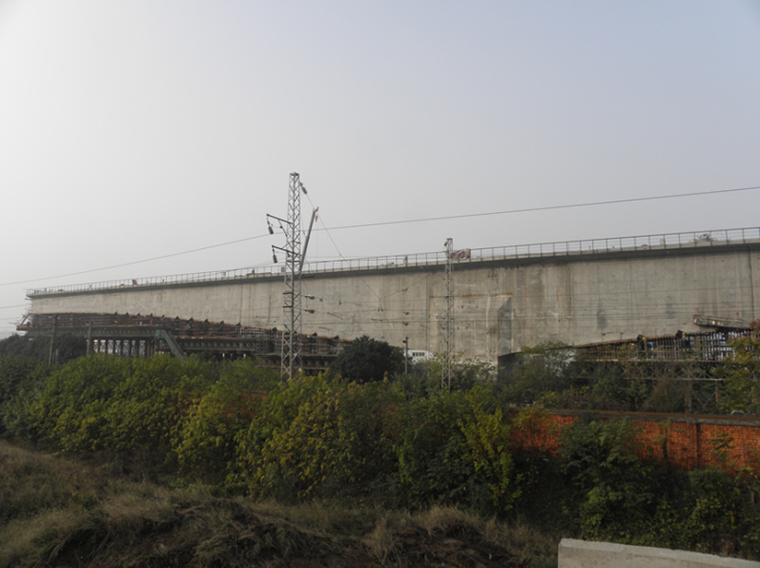 岩溶区大跨大吨位T型刚构桥转体法成桥关键技术综述(鉴定文件工作报告)