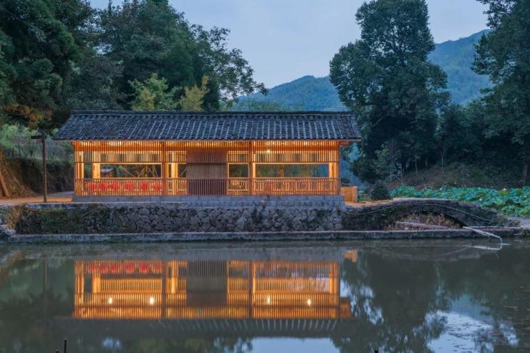 """中国古村里的杂物间摇身一变成""""彩虹房"""""""