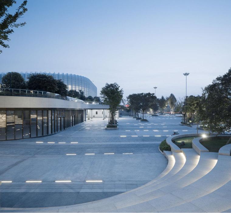 临安半透明轻盈的体育文化会展中心外部实景图 (10)