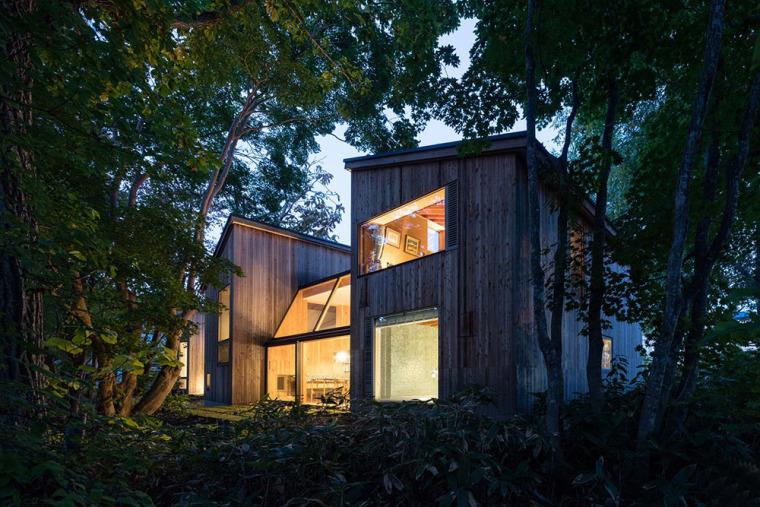 日本多层次空间木结构办公建筑外部夜景实景图 (8)