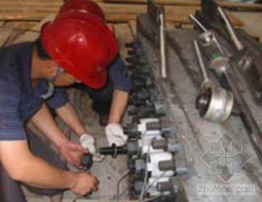 大直径高预拉值非标高强螺栓预应力张拉施工工法