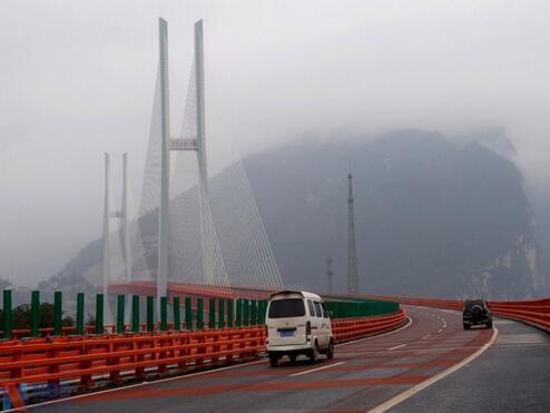 中国花10亿造大桥是世界最高,英美网友炸开了锅:造价太低!