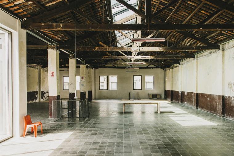 仓库建筑的古典风格Montoya办公楼-11