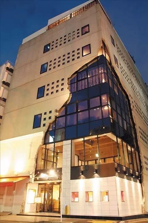 创意还是奇葩?来看看日本这些让人眼前一亮的建筑!_3