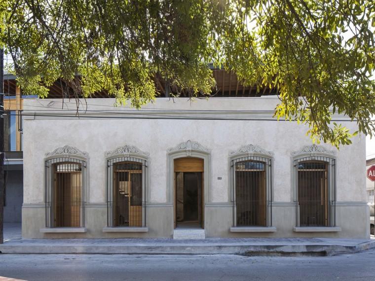 墨西哥15deMayo办公建筑