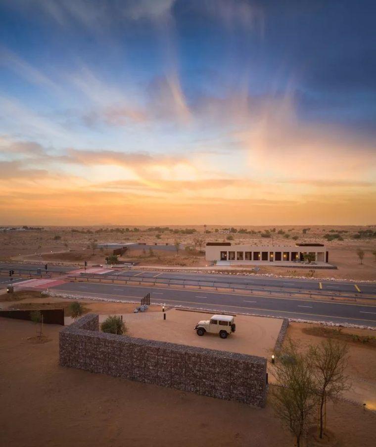 这家超酷的沙漠酒店,如何打造出狂野中的自然奢华!