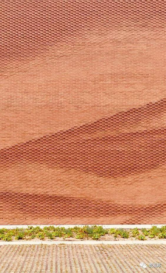 土掉渣的红砖耍起个性来,其他材料都得靠边站_11