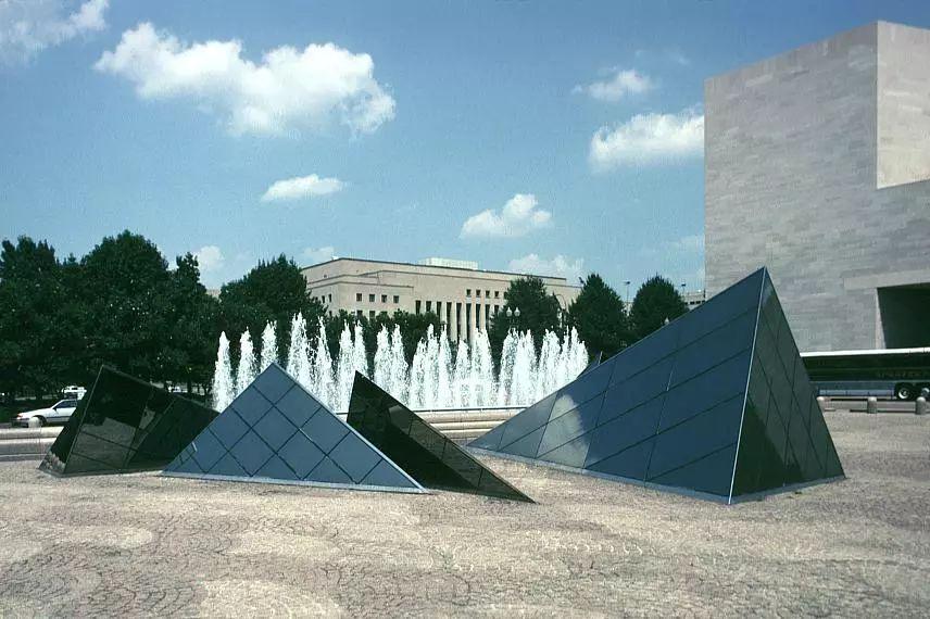 致敬贝聿铭:世界上最会用「三角形」的建筑大师_19