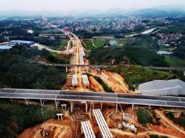 云茂高速信宜段先行标进入主线桥梁片架设阶段