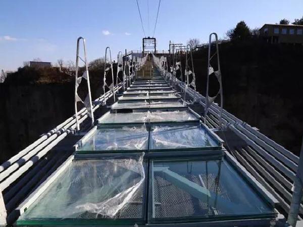 河北开建世界最长玻璃桥,超高空作业脚下即悬崖!_4
