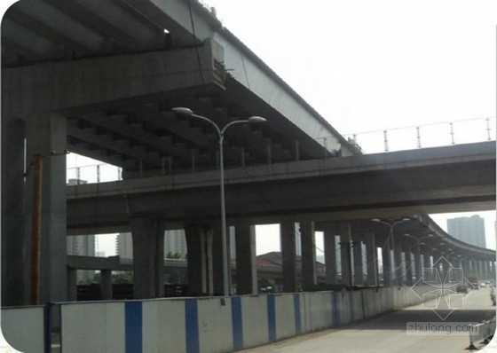 [QC成果]钢箱梁邻孔梁上拼接喂梁架设施工方法创新