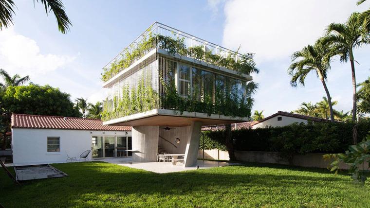 美国植物覆盖的独栋住宅