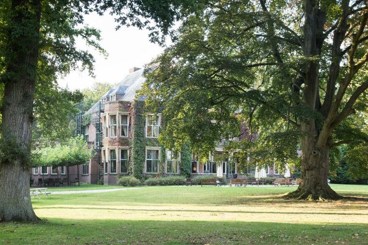 荷兰绿色节能DeBotanica会议酒店建筑