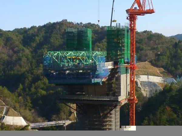 来看看日本桥梁施工图片!