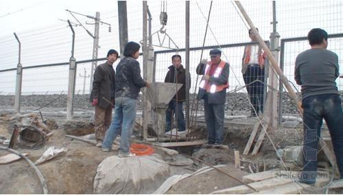 [河北]跨高铁框架桥钻孔灌注桩基础施工方案