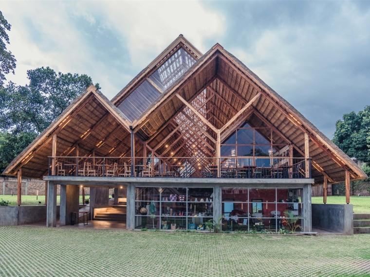乌干达桉树框架打造山森日式餐厅