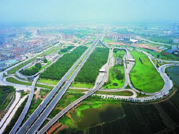 高速公路为中国带来了什么?这两条高速最有发言权!